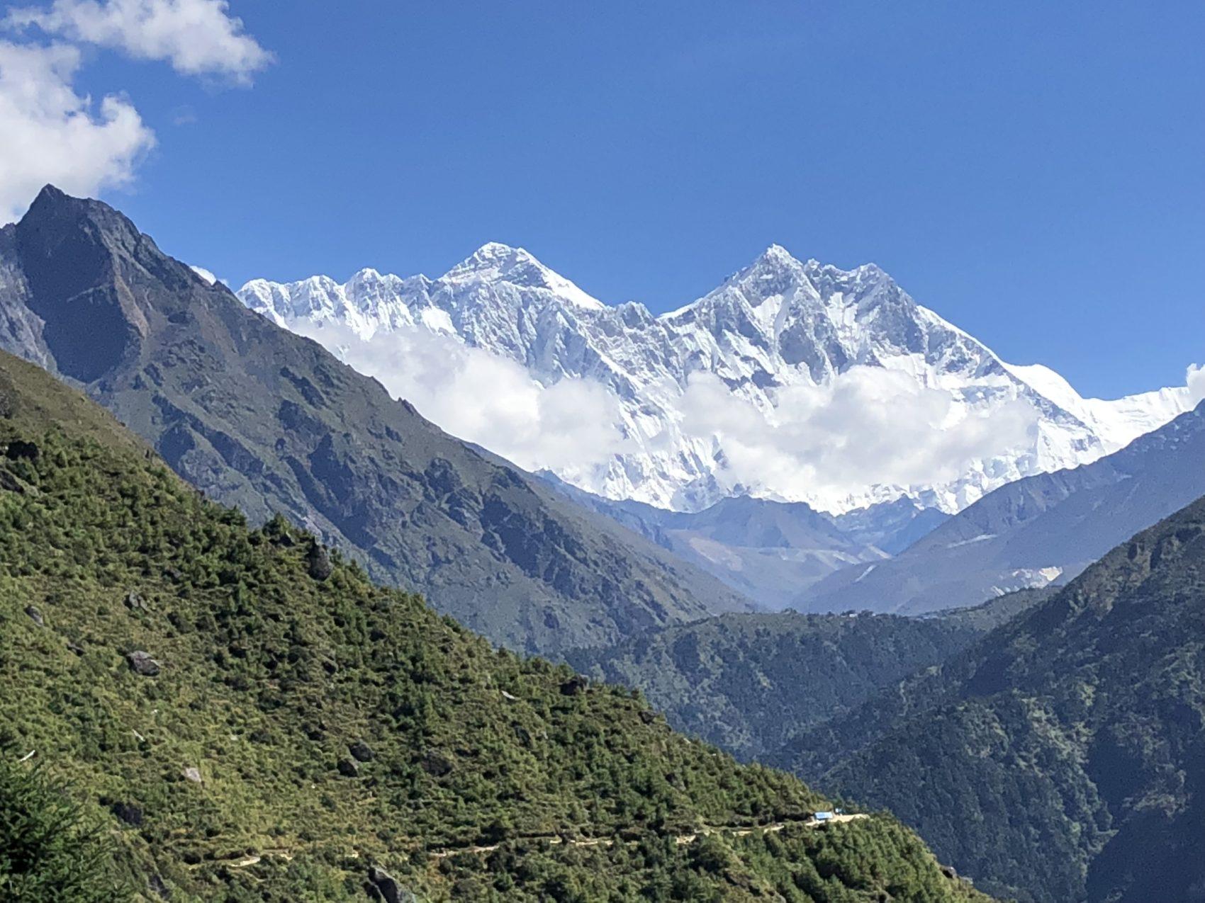 À gauche au second l'Everest, puis devant sur laq droite, le Lhotse