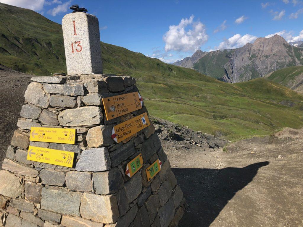 Passage de la frontière suisse au Grand col Ferret